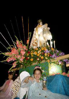 La imagen de la Candelaria fue sacada en procesión en Vueltas.
