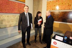 Varela y Lamazares en la presentación de la muestra del pintor.