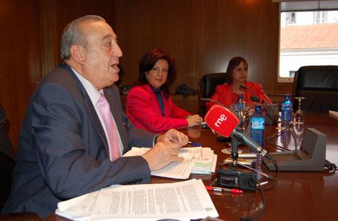 Rafael Castillo, consejero por Marruecos y presidente de la Comisión Delegada de Derechos Civiles y Participación del CGCEE, y la directora general de la Ciudadanía en el Exterior, Pilar Pin.