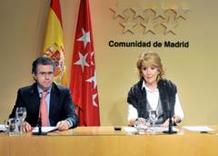 La presidenta Esperanza Aguirre y el consejero Francisco Granados dieron la noticia a la prensa.