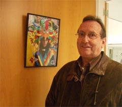 El autor ante una de sus imágenes.