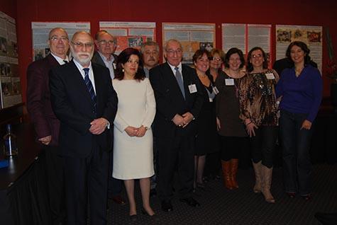 Pilar Pin Vega, en el centro, con la directiva de FAEEH, el nuevo cónsul general de España, Ramón Sáenz de Heredia, y el Jefe de la Sección de Trabajo e Inmigración José Joaquín Gomá.