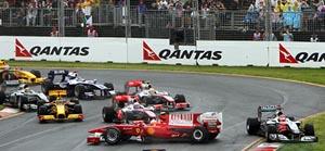 Fernando Alonso se quedó cruzado en medio de la pista.