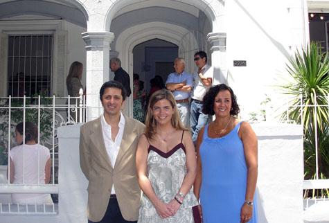 Victoria Cristóbal (centro) junto al presidente y la vicepresidenta del Centro de la Comunidad de Madrid en Mar del Plata.