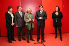 Antich (2d) interviene en el acto con Amic de Mallorca, que preside Enriqueta Castelló (d).