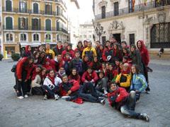 El grupo de chicos en el centro de Palma.