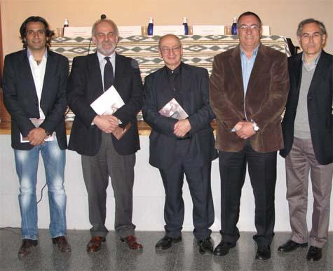 Moragues (2i) en la presentación del libro.