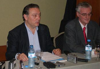 El director del PP en el Exterior criticó numerosos aspectos de la relación del Gobierno español con la emigración.