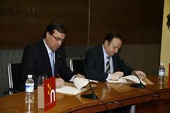 Vara y Sanz firmaron un protocolo de colaboración.