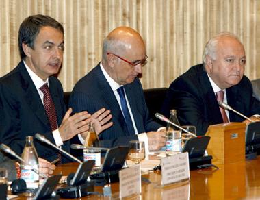 Zapatero, Duran i Lleida (CiU) y Moratinos.  (Foto: EFE)