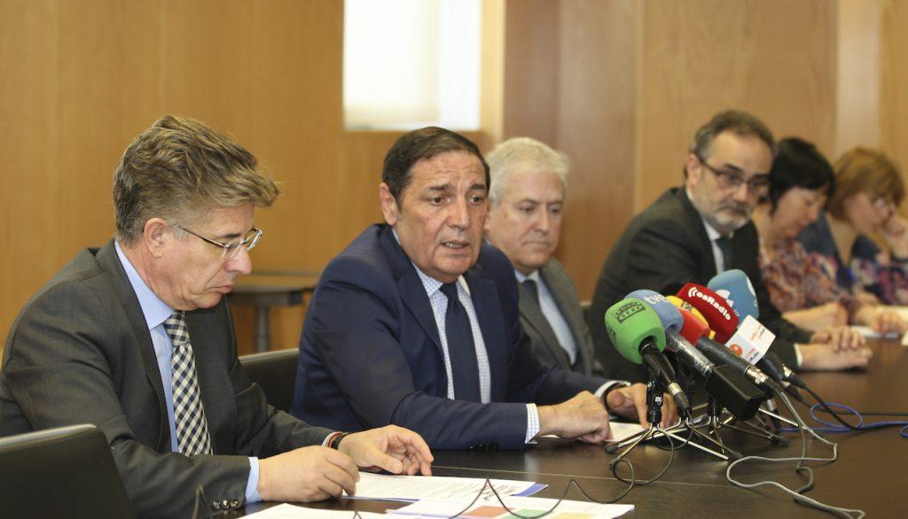 El consejero de Sanidad, Antonio María Sáez, informó de los datos en rueda de prensa.