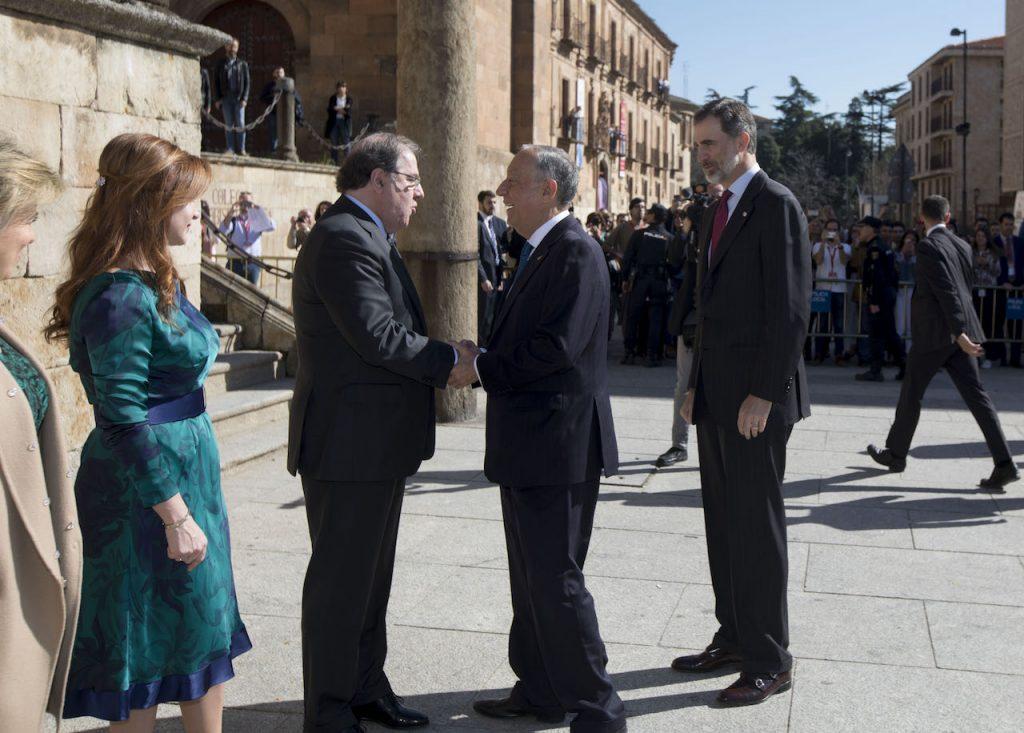 Herrera recibe a Rebelo de Sousa ante el Rey y la presidenta de las Cortes, Silvia Clemente.
