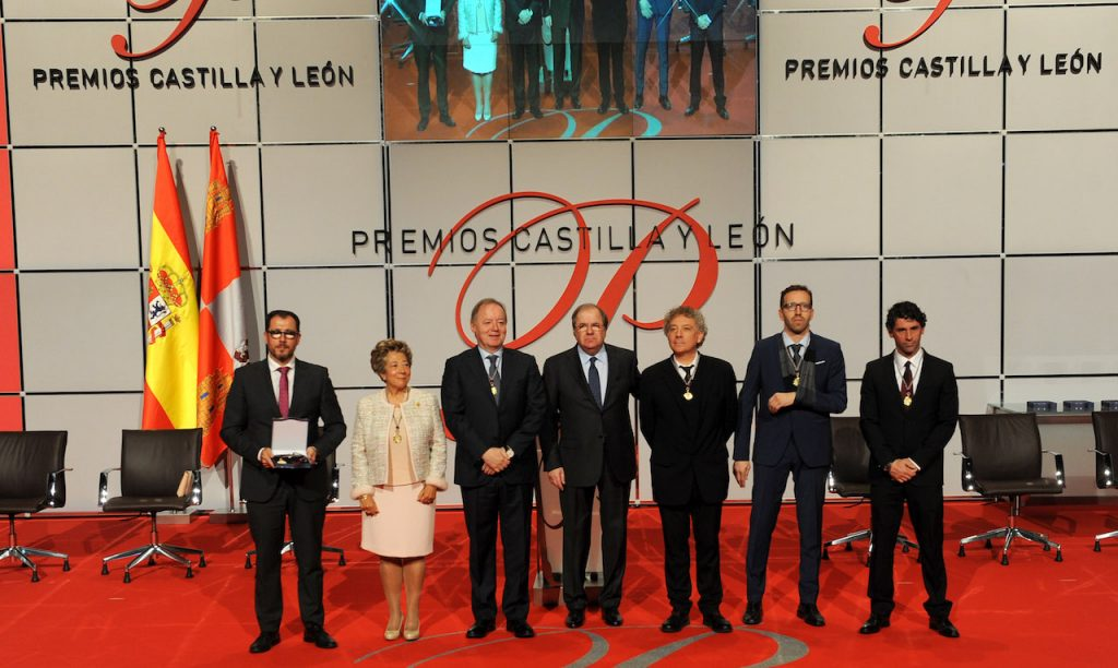 El presidente de la Junta, Juan Vicente Herrera, con los galardonados con el Premio Castilla y León.