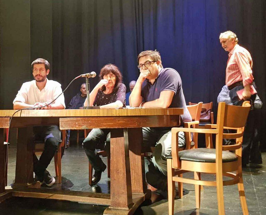 Moyano Barro, primero desde la derecha, durante el transcurso de la asamblea.