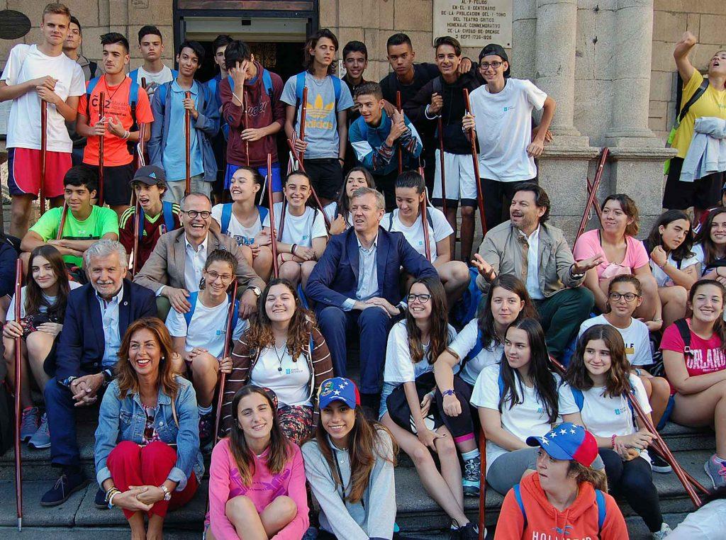 Autoridades de la Xunta y del Ayuntamiento de Ourense con los participantes en la edición de 2017 de Conecta con Galicia.