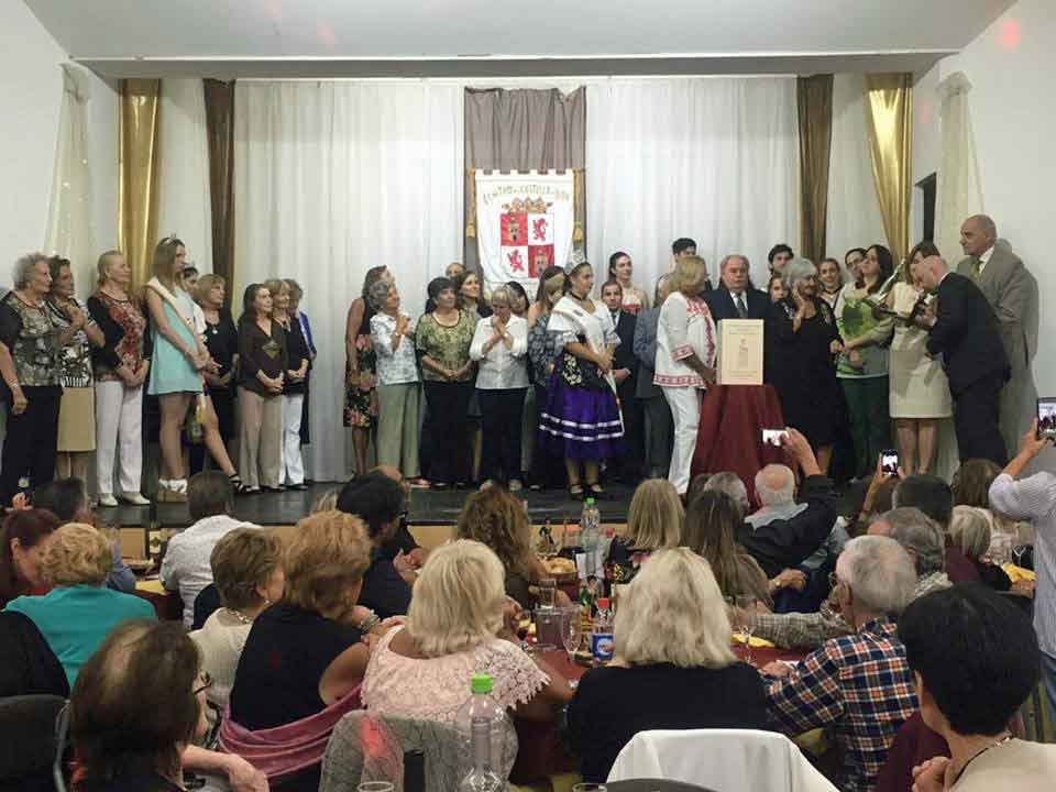 Acto de entrega de la Distinción 'Isabel la Católica' a las Damas Rosadas de Mar del Plata.