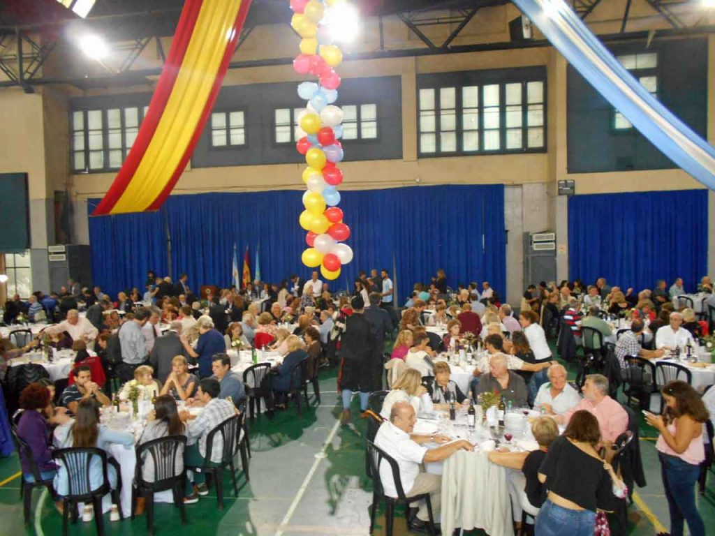 Cientos de personas acudieron a la celebración del 105 aniversario del Centro Asturiano.