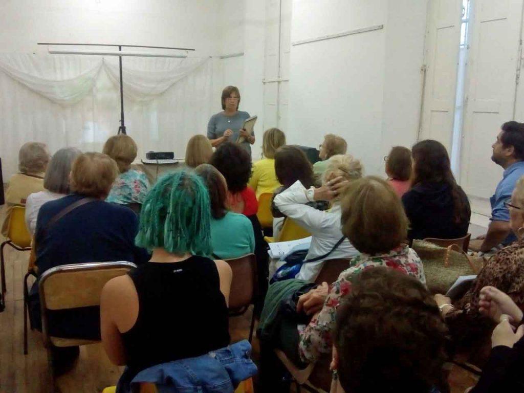 Un momento del taller que dirigió la profesora M. Cristina García.