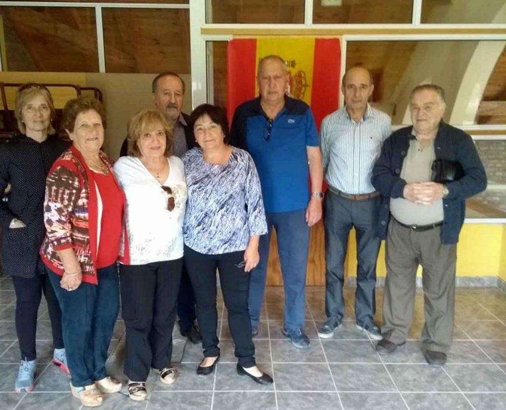 Amparín Suay, tercera por la izquierda, con otros directivos de la Federación y de la Asociación Española de Monte Hermoso.