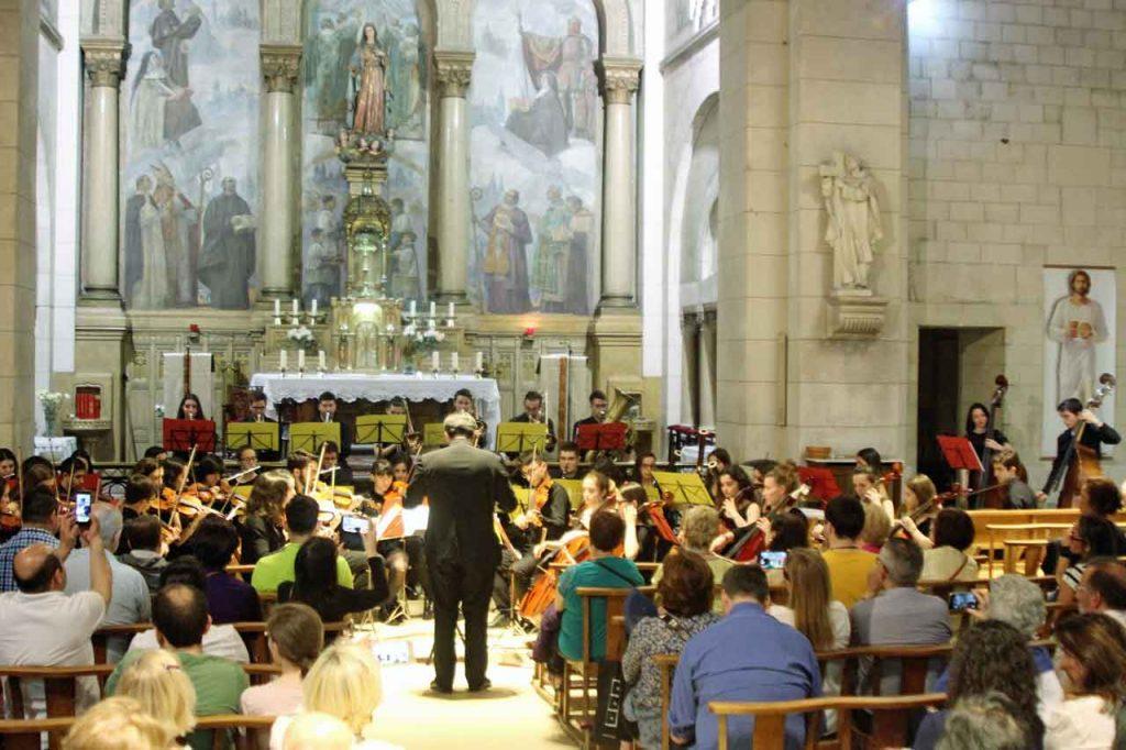 La actuación tuvo lugar en la Iglesia de la Misión Católica Española.