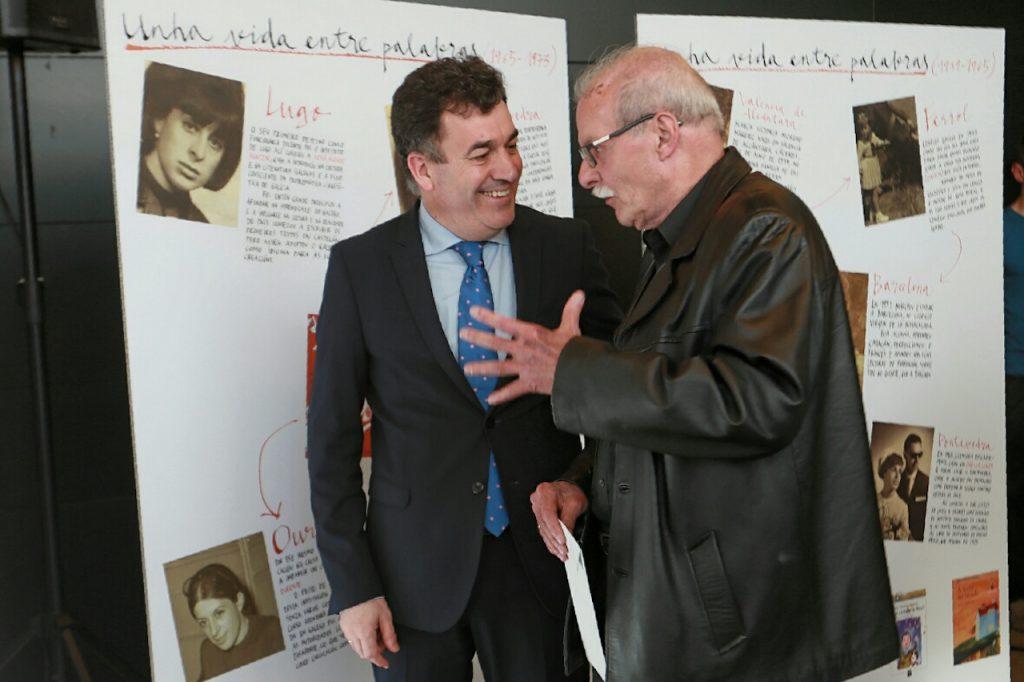 El conselleiro Román Rodríguez con el viudo de Mª Victoria Moreno, Pedro Ferriol.
