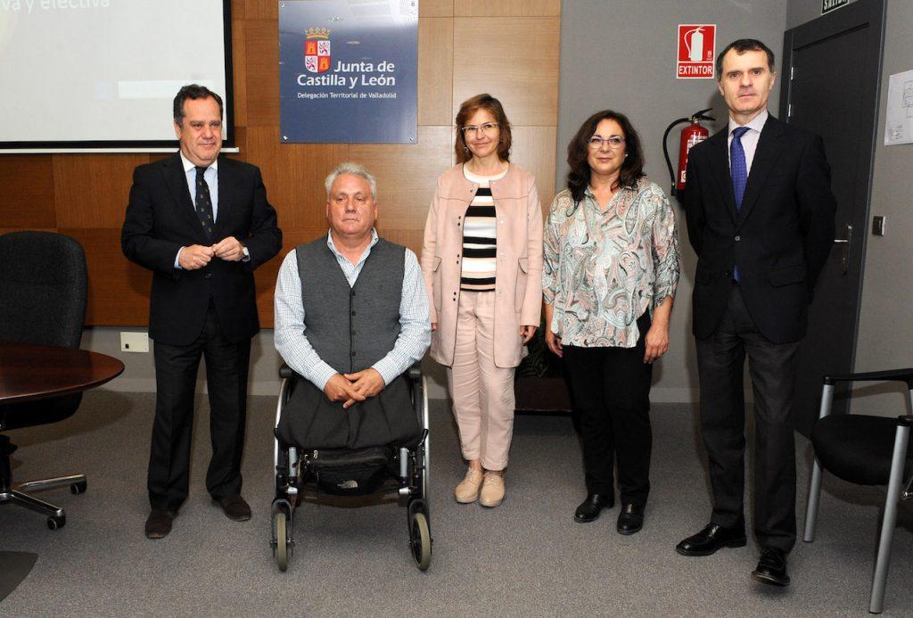 José Manuel Herrero (a la derecha) posa con los asistentes a la jornada de formación.
