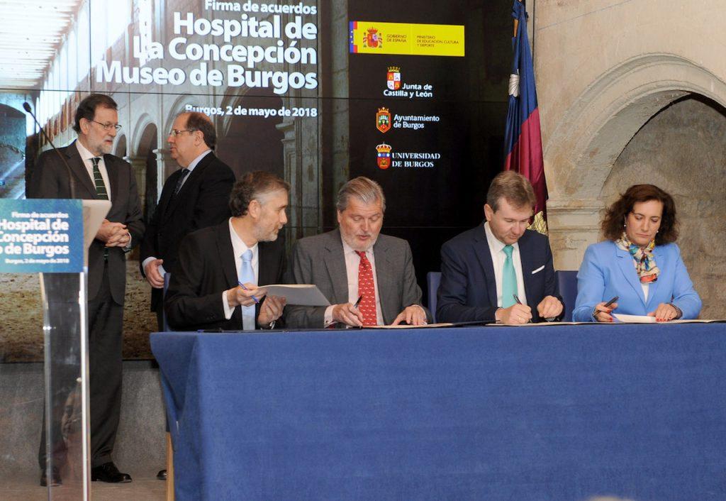 Los presidentes autonómico y nacional, Juan Vicente Herrera y Mariano Rajoy, asistieron al acto de firma de los acuerdos.