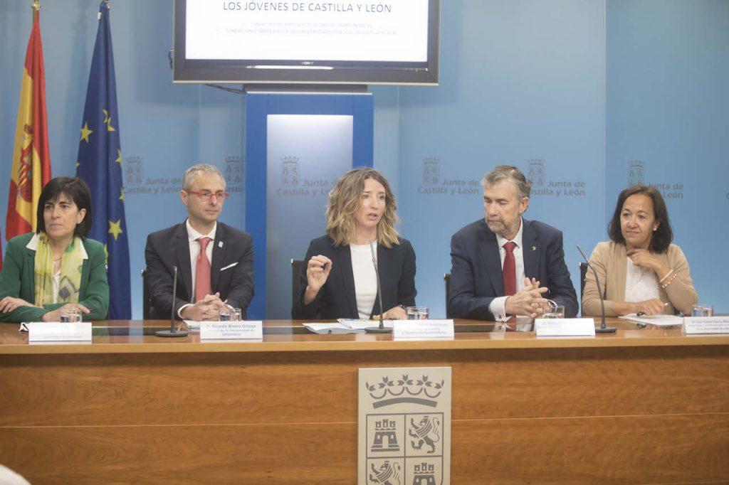 La consejera Alicia García (centro) en un momento de la presentación.
