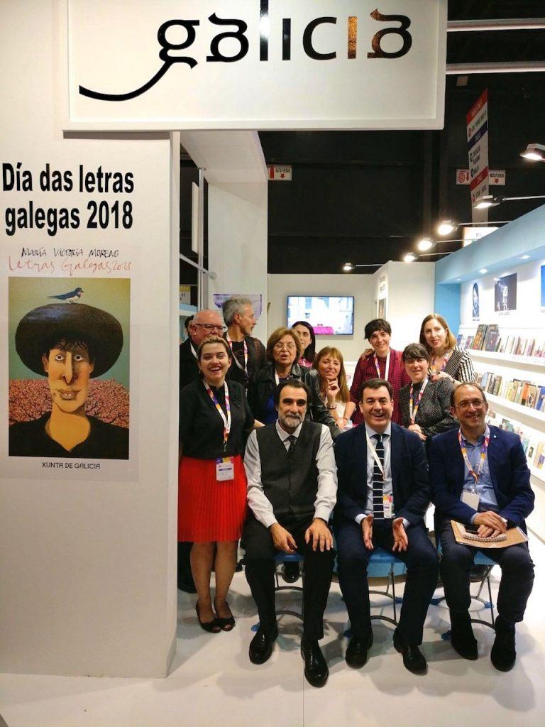 Román Rodríguez y la delegación gallega en la Filba.