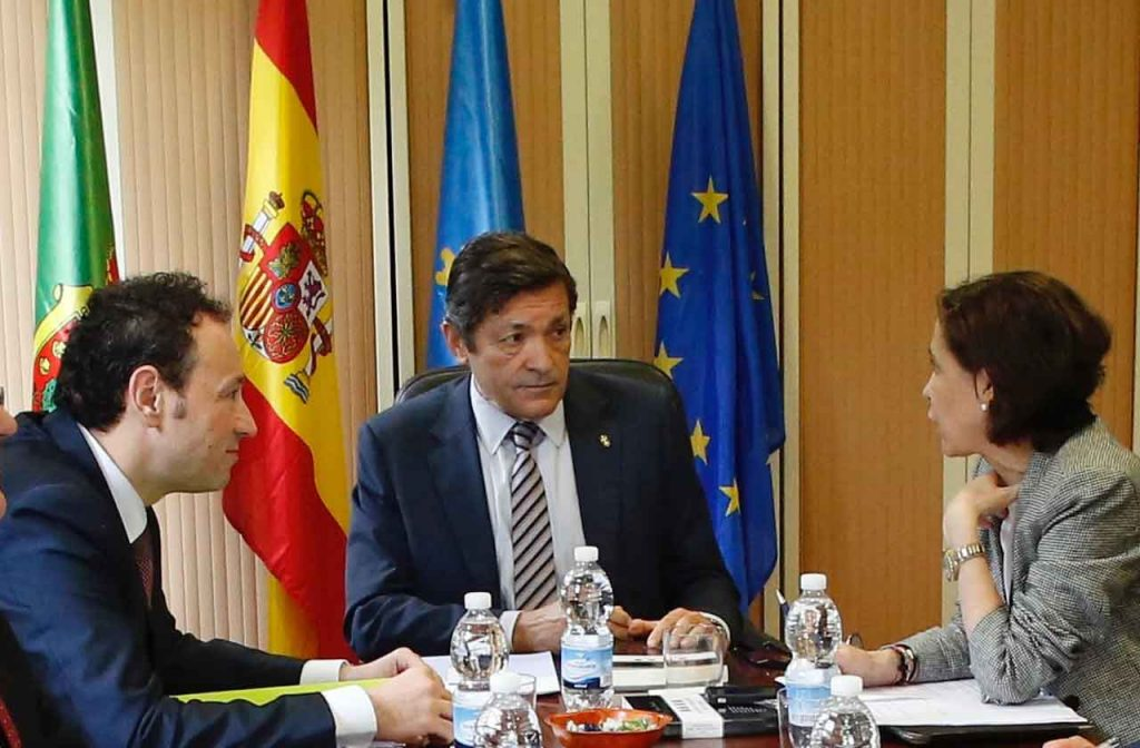 El presidente del Principado, Javier Fernández, presidió la reunión del Consejo de Gobierno del 16 de mayo.