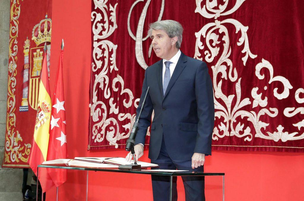 Ángel Garrido toma posesión de su cargo como presidente de la Comunidad de Madrid.
