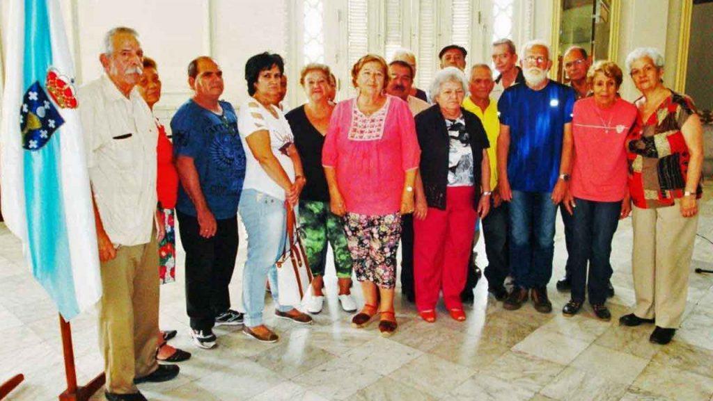 Participantes en la Jornada das Letras Estradenses en La Habana. En el centro Manuela Rey y Gódula Rodríguez.