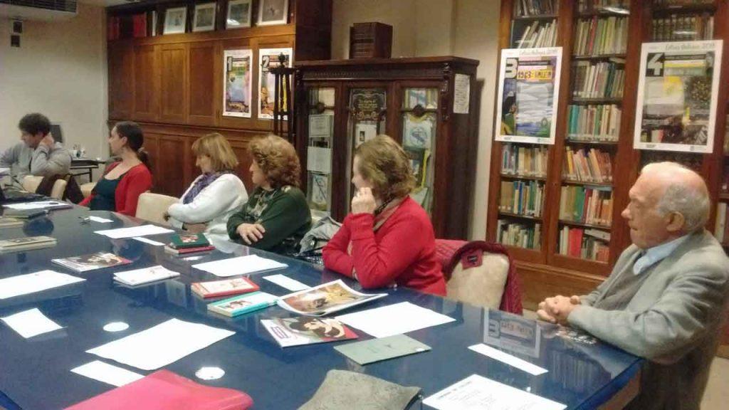 Acto de lectura compartida en la biblioteca del Centro Galicia de Buenos Aires.