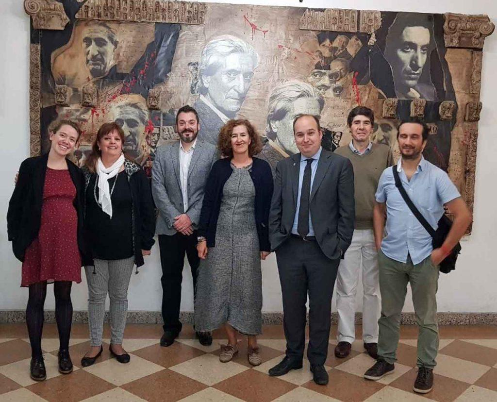 La delegación del Gobierno vasco con las autoridades del   MEGA y de la Federación.