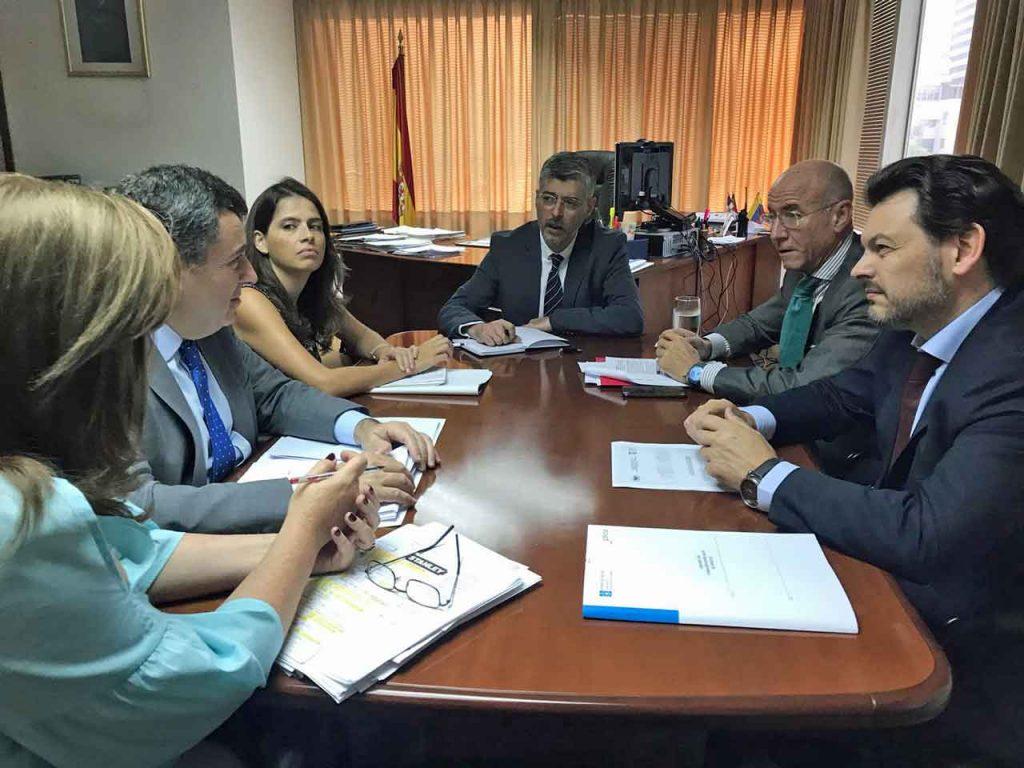 Por la derecha, Antonio Rodríguez Miranda, Santiago Camba e Ildefonso de la Campa en la Consejería de Empleo y Seguridad Social de España en Venezuela.