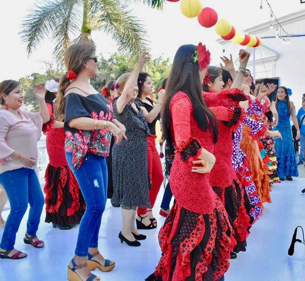Alrededor de 800 personas disfrutaron en la Primera Feria de Abril de Perú.