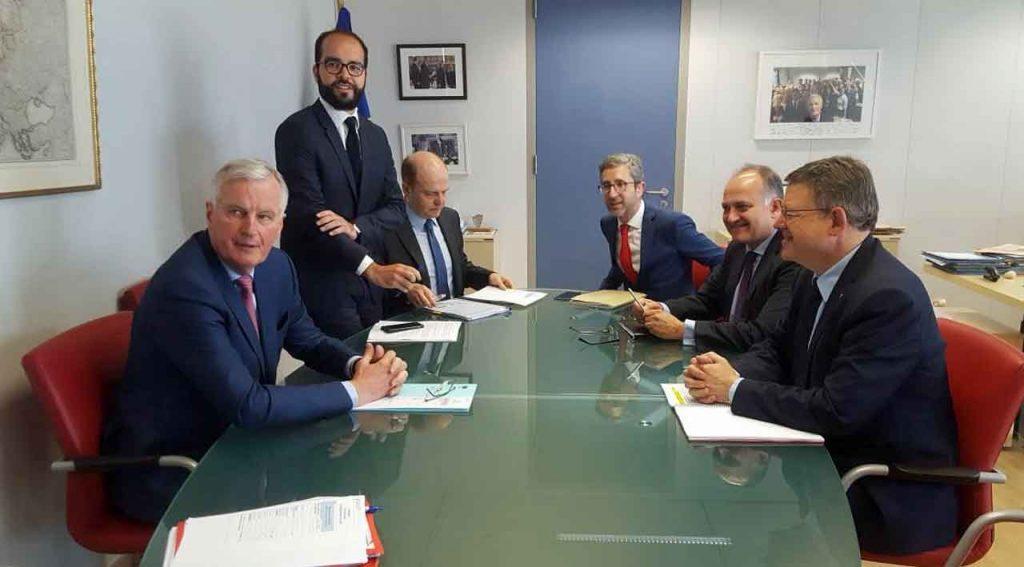Michel Barnier (izquierda) y Ximo Puig (derecha).