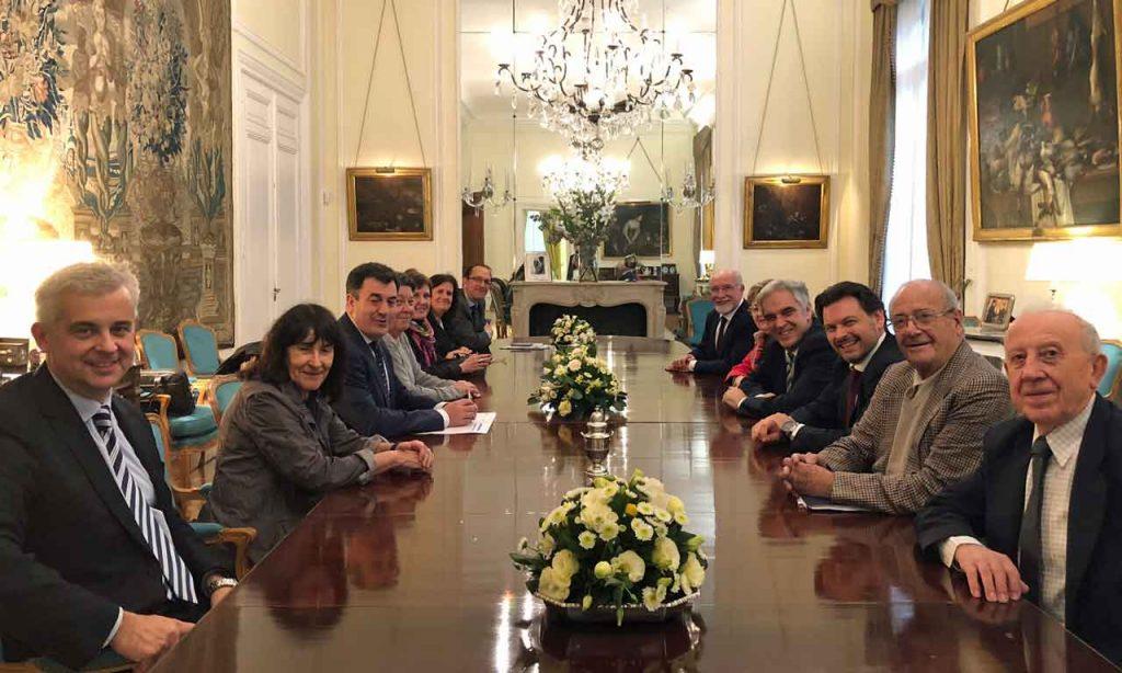 Reunión con representantes de las agrupaciones políticas del Centro Gallego en la Embajada de España en Argentina.