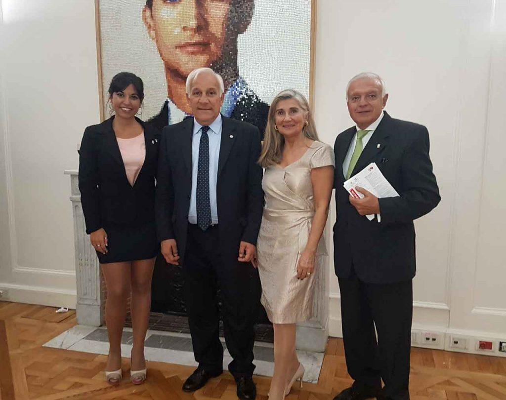 La conferencia estuvo a cargo del presidente del Instituto Nacional Belgraniano, Manuel Belgrano (segundo desde la izquierda).