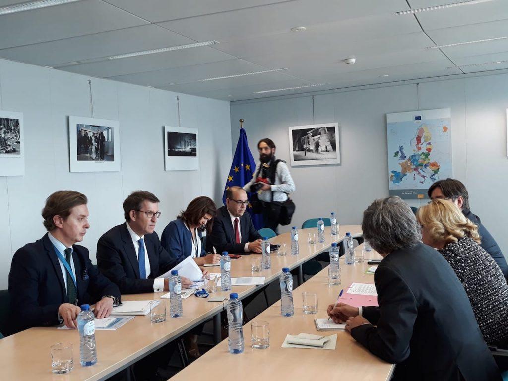 El presidente de la Xunta, Alberto Núñez Feijóo, mantuvo un encuentro con la comisaria de Política Regional, Corina Cretu.
