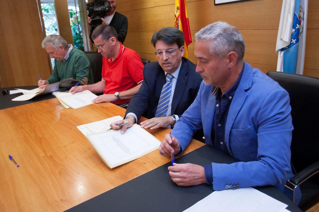 El director xeral de Xustiza, Juan José Martín, firmó el acuerdo con SPJ-USO, UGT y CCOO.