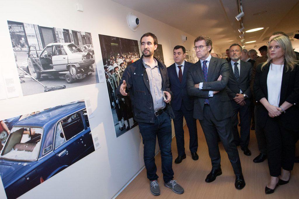 Feijóo en la inauguración de la muestra sobre víctimas del terrorismo en Galicia.