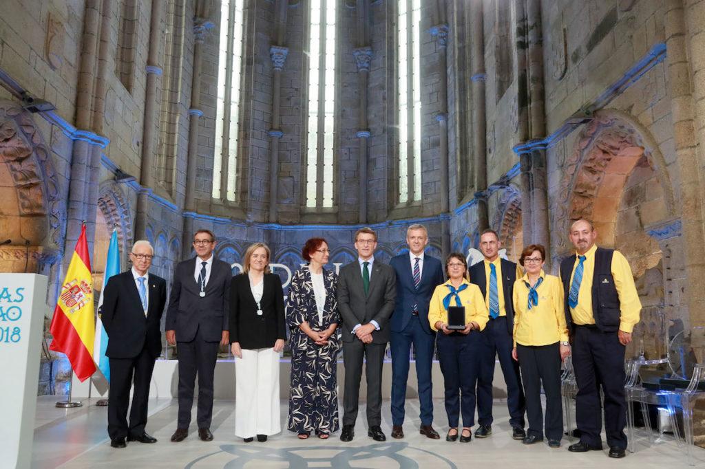 El titular de la Xunta, Alberto Núñez Feijóo, con el vicepresidente Alfonso Rueda y los galardonados con la Medalla Castelao.