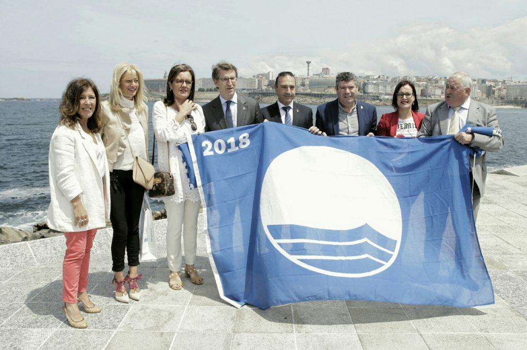 El titular de la Xunta, Alberto Núñez Feijóo, presidió el acto de entrega de las Banderas Azules 2018.