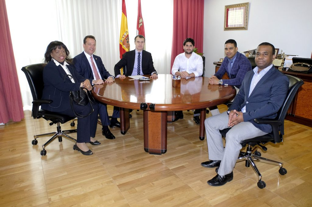El secretario general de la Consejería de la Presidencia se reunió con Bisonó Haza, diputado nacional de la República Dominicana, y con representantes de la colonia dominicana en Castilla y León.
