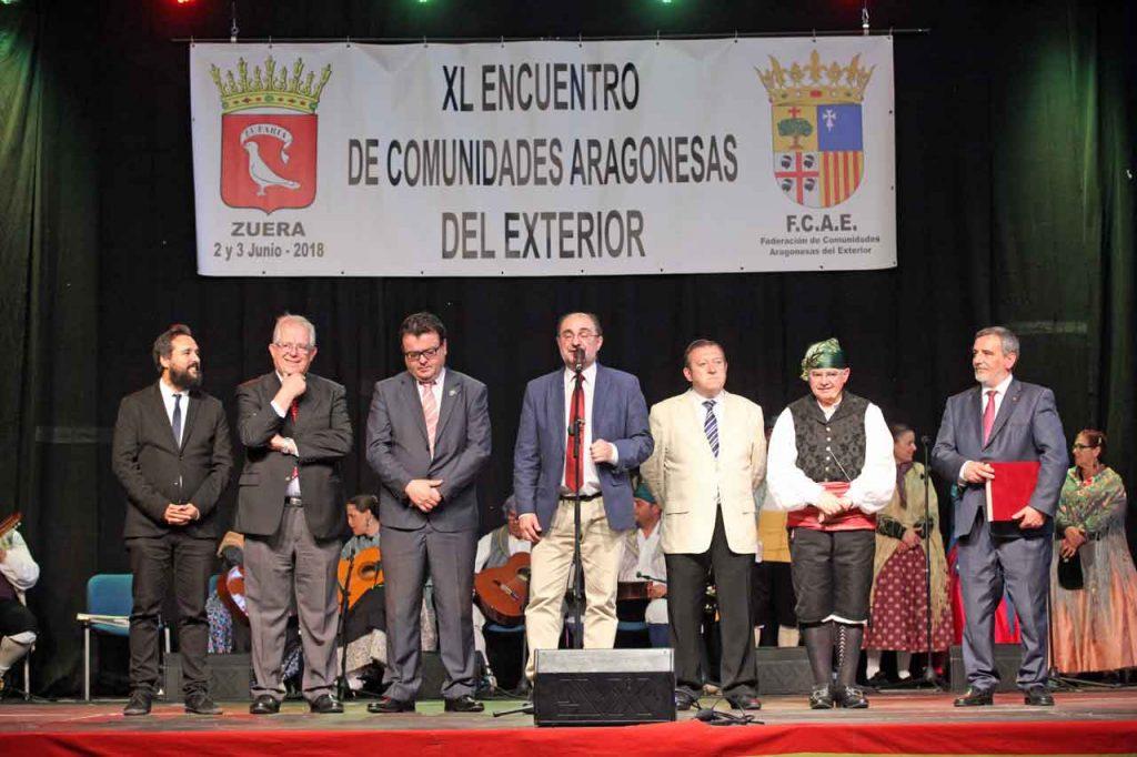 Javier Lambán con los premiados en el 40º Encuentro de Comunidades Aragonesas en el Exterior.