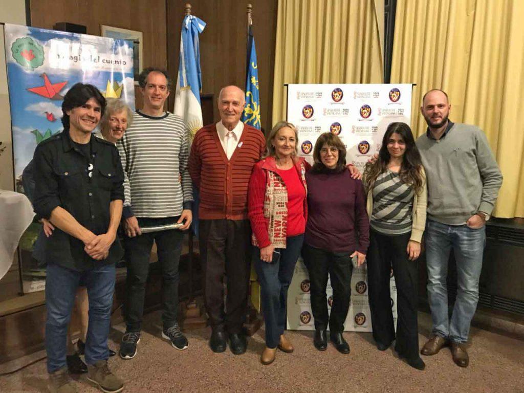 Narradoras, músicos y miembros del Centro Valenciano.