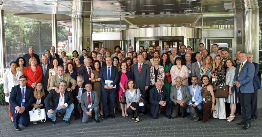 Foto de familia de los miembros del CGCEE a la entrada del Hotel Courtyard Princesa, en Madrid, donde se celebró el II Pleno del VII Mandato.