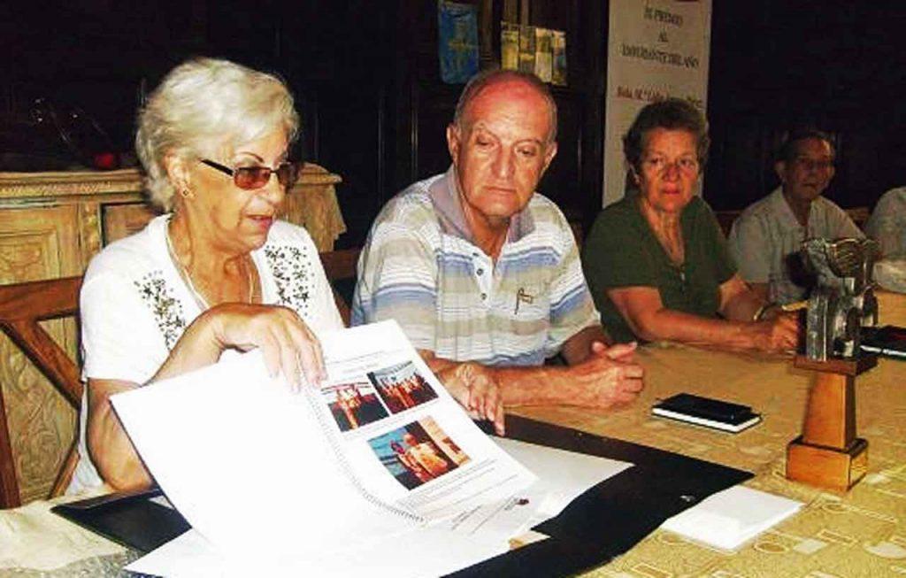 María Lidia Amago (izq.) compartió con su colectivo algunos momentos del homenaje que recibió en Asturias.
