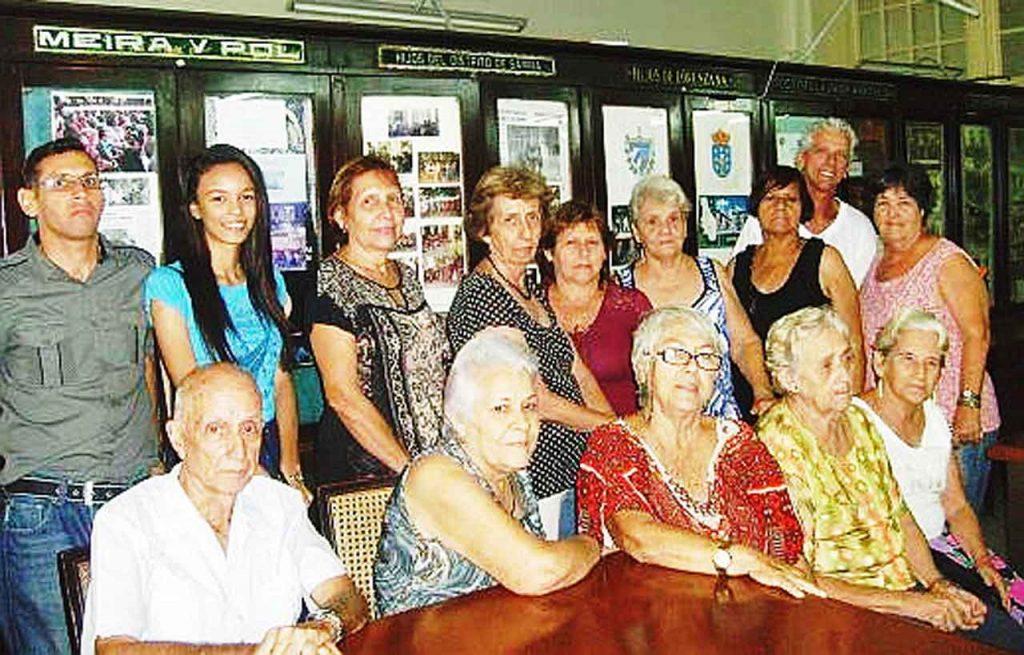 Participantes en el evento literario.